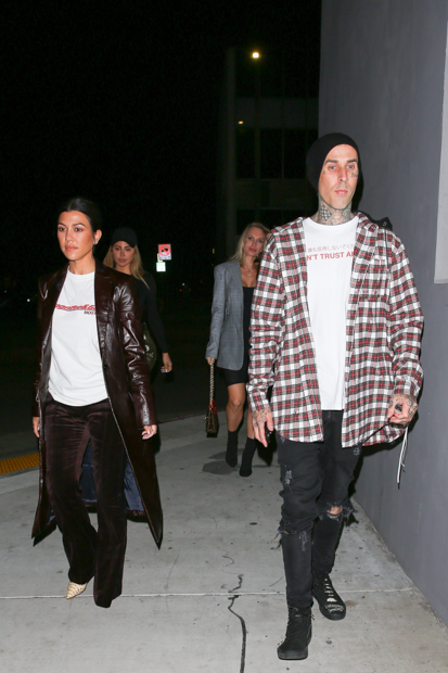 West Hollywood, CA - Kourtney Kardashain, Larsa Pippen, Travis Barker et Amanda Elise ont été vus arrivant au restaurant Crossroads après l'église pour le dîner.  Travis Barker conduisait l'Aston Martin de Kourtney Kardashian.  Photo: Kourtney Kardashian, Travis Barker BACKGRID USA 7 NOVEMBRE 2018 USA: +1310798 9111 / usasales@backgrid.com UK: +44208344 2007 / uksales@backgrid.com * Clients britanniques - Images Contenant des enfants Veuillez Pixelate Face Avant Publication*