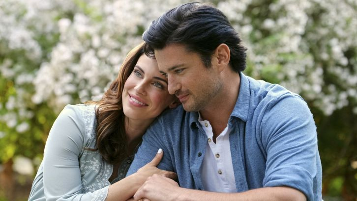 Lowndes dans 'Over The Moon In Love'